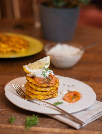 Ķirbju pankūkas ar sieru, lasi un diļļu mērce