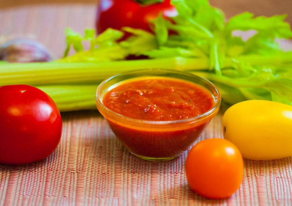 Pašvārīta tomātu mērce ziemas krājumiem